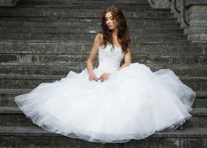 Купите недорогое свадебное платье в салоне «Белый лебедь»!